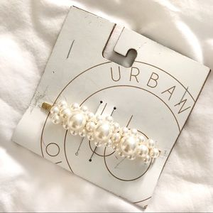 Urban Outfitters Faux Pearl Hair Slide